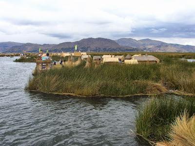 Isla flotante de los Uros, Puno, Perú, La vuelta al mundo de Asun y Ricardo, round the world, mundoporlibre.com