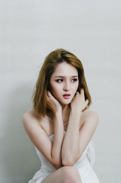 Bộ ảnh được thực hiện với sự hỗ trợ của stylist Thu Thảo, make-up Mai Phan.