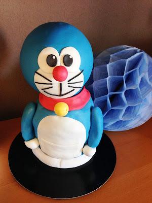 tarta Doraemon; tarta decorada doraemon; tarta fondant doraemon; tarta decorada; tarta fondant; doraemon; nobita, sisuka; el gato cosmico; gato azul