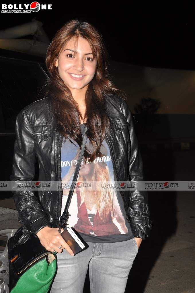 Anushka Sharma Spotted at Mumbai Airport leaving for IIFA