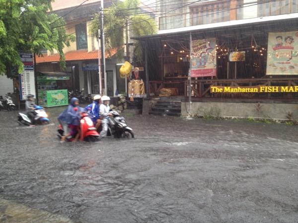 Hujan Deras Menyebabkan Banjir di Bali