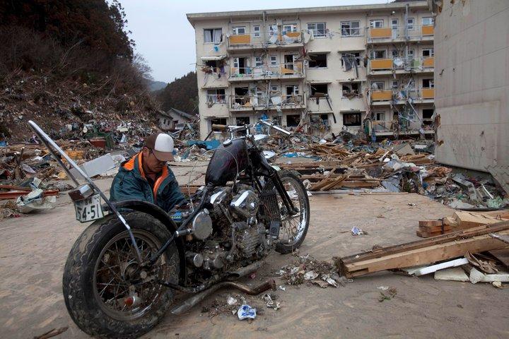 japan tsunami 2011 pictures. japan tsunami 2011 pictures.