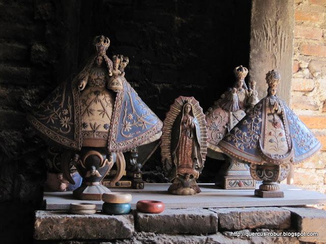 Imágenes de la Virgen María.