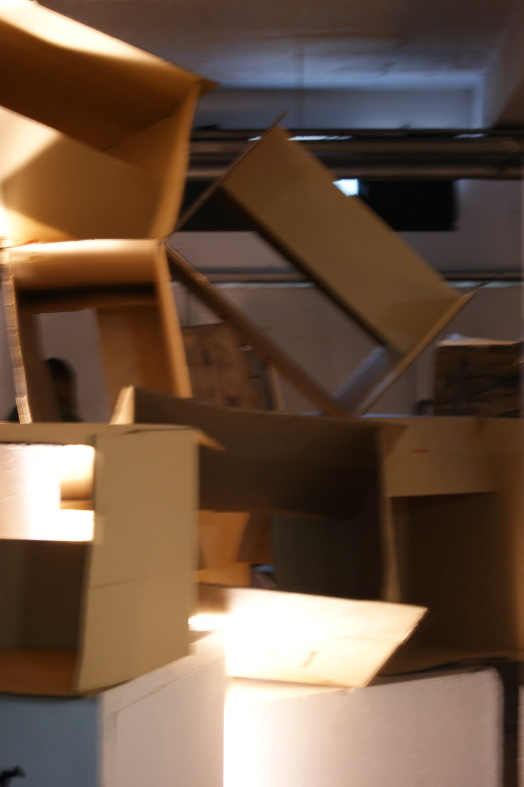 DAI 1 SHUFFLING: encuadre medio cajas