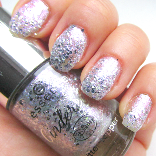 essence Glitter Topper - 01 The Glass Slipper - Tragebild