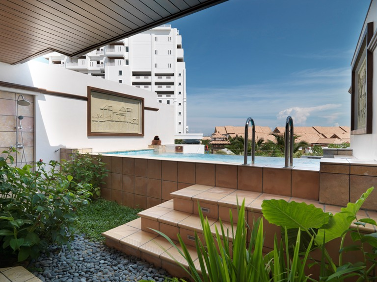 Sinar qaseh management vacation lexis hotel port for Garden pool villa grand lexis pd