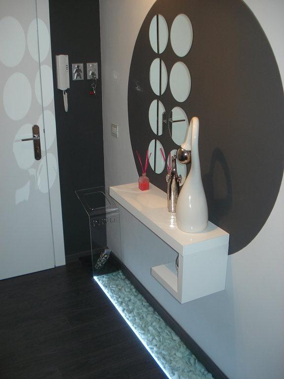 Hogar diez c mo decorar un recibidor peque o - Como decorar un pasillo pequeno ...