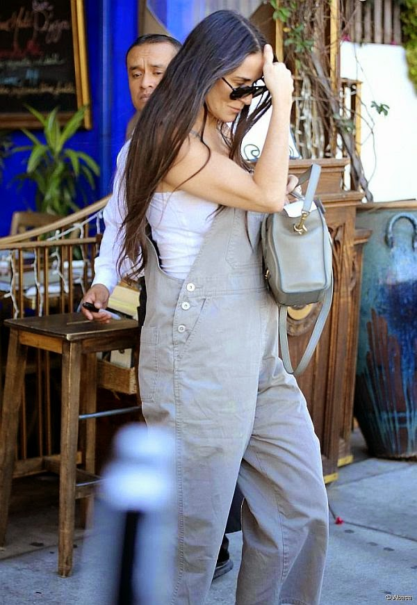 No matter how many times she smiles, they'll put in the one picture where she's not just smiling. And Demi Moore added that she would prefer for people to think as she enjoyed a mother plus daughter date at Los Angeles on Saturday, October 4, 2014.