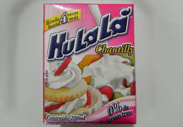 Bolo delicioso, com chantilly Hulalá, com várias camadas, levemente doce, não enjoativo, por conta do morango.