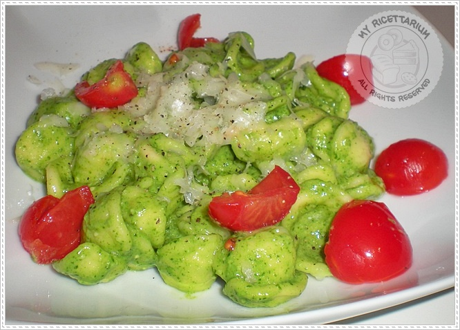 Orecchiette con pesto di rucola e provolone piccante