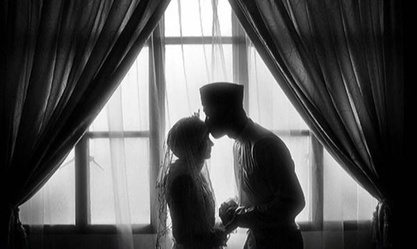 Boleh Ke Cium Dahi Isteri Di Khayalak Ramai? Lelaki Ini Rungkai Persoalan Bikin Sentap!!