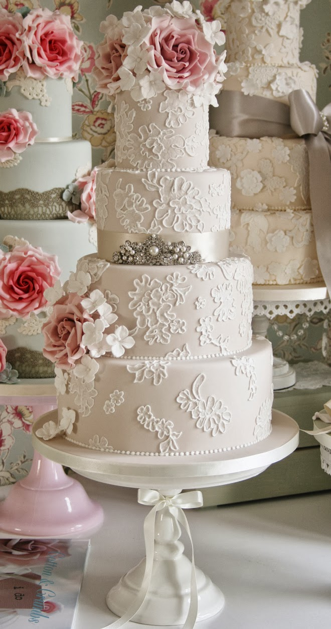 Lace Design Wedding Cake : Gorgeous Lace Wedding Cakes - Belle The Magazine