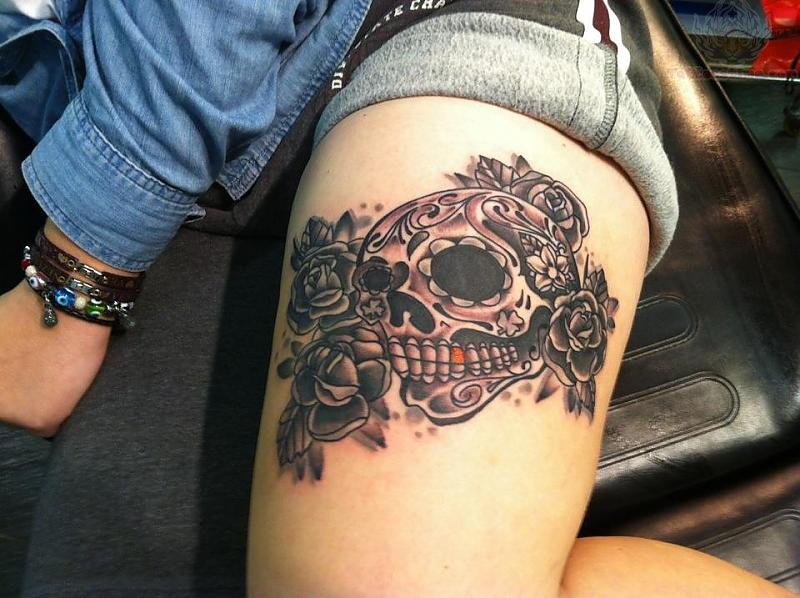Lets get inked girls girls skull thigh tattoos for Skull leg tattoos
