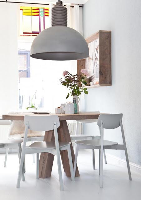 ZW&H.NL: Gezellig tafelen aan een ronde eettafel!