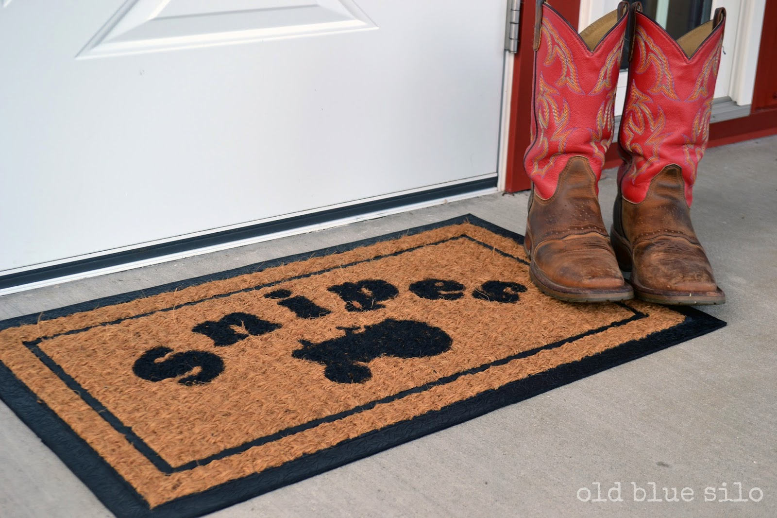 Old Blue Silo: DIY: custom front door mat