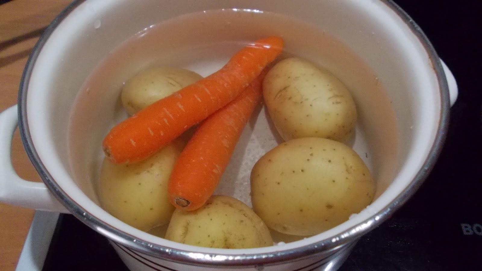 Mdcocinaymas ensaladilla de gambas victorio lucchino - Cuanto tarda en cocer una patata ...