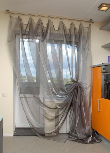Как повесить шторы красиво на кухни