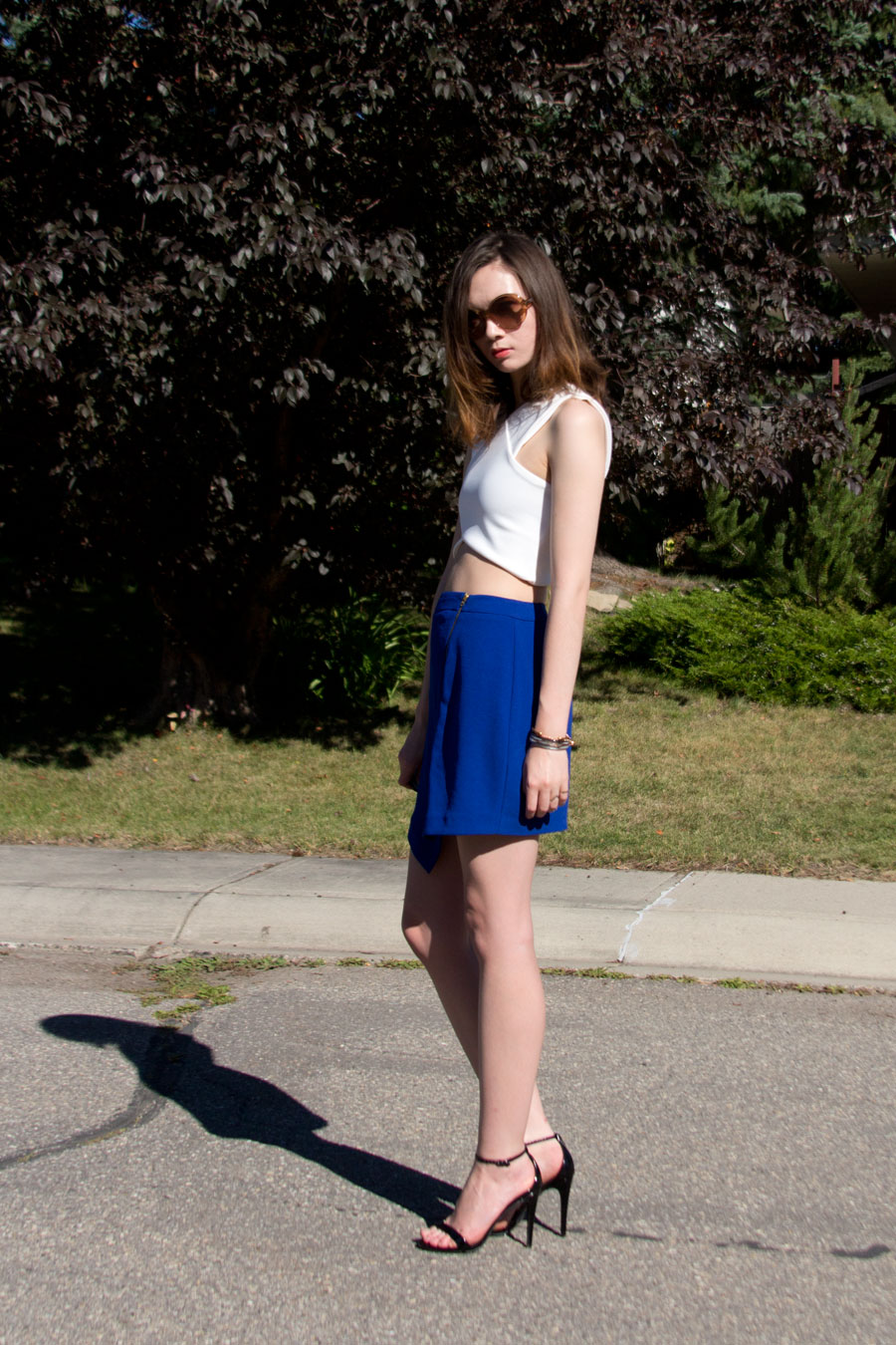 crop top, origami skirt, summer fashion, ss15, marc jabobs rue bracelet, round sunglasses