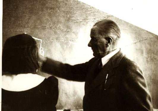 Atatürk'e Benzeyen Adam Herkesi Ağlattı