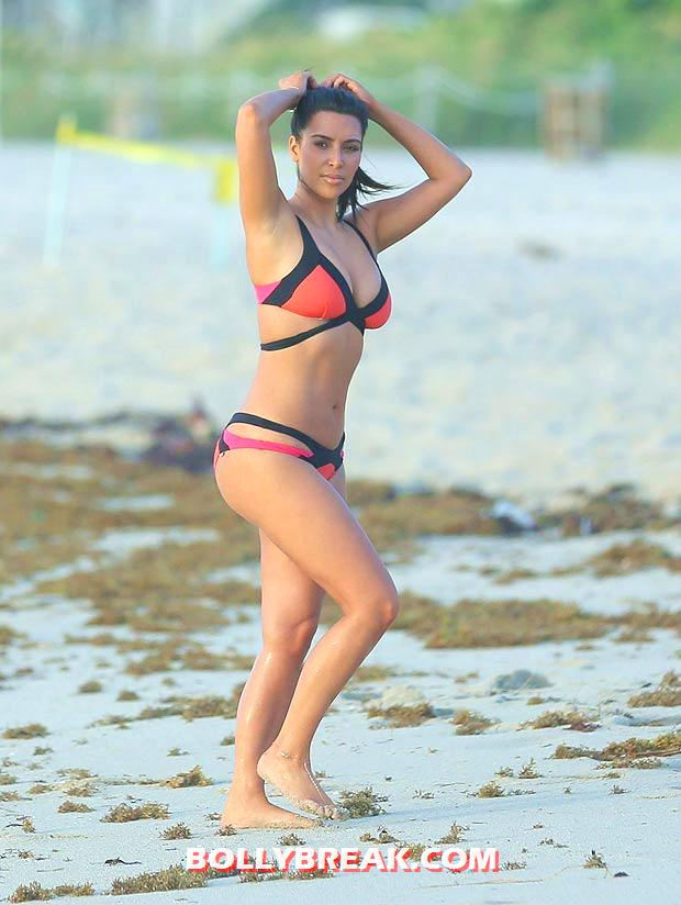 Kim Kardashian Miami Beach bikini Pic - (4) - Kim Kardashian Miami Beach bikini Pics - August 2012
