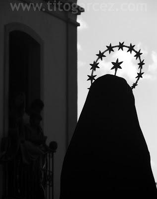 Imagem de Maria sob os olhos de expectadores presentes no Museu Histórico de Sergipe.