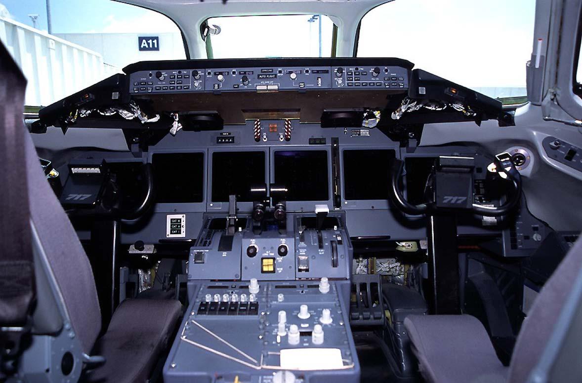 http://3.bp.blogspot.com/-oCvkgxy4rco/Tek_nSporJI/AAAAAAAAFUs/3D_z9a6eLCk/s1600/Boeing%20717-200%2C%20detalle%20cockpit.jpg