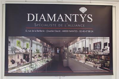 Bâche Diamantys pour salon du mariage Angers, 300 grammes avec traverse supérieure, excellente tenue.