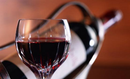 Resfriando rapidamente a garrafa de vinho: por salmoura