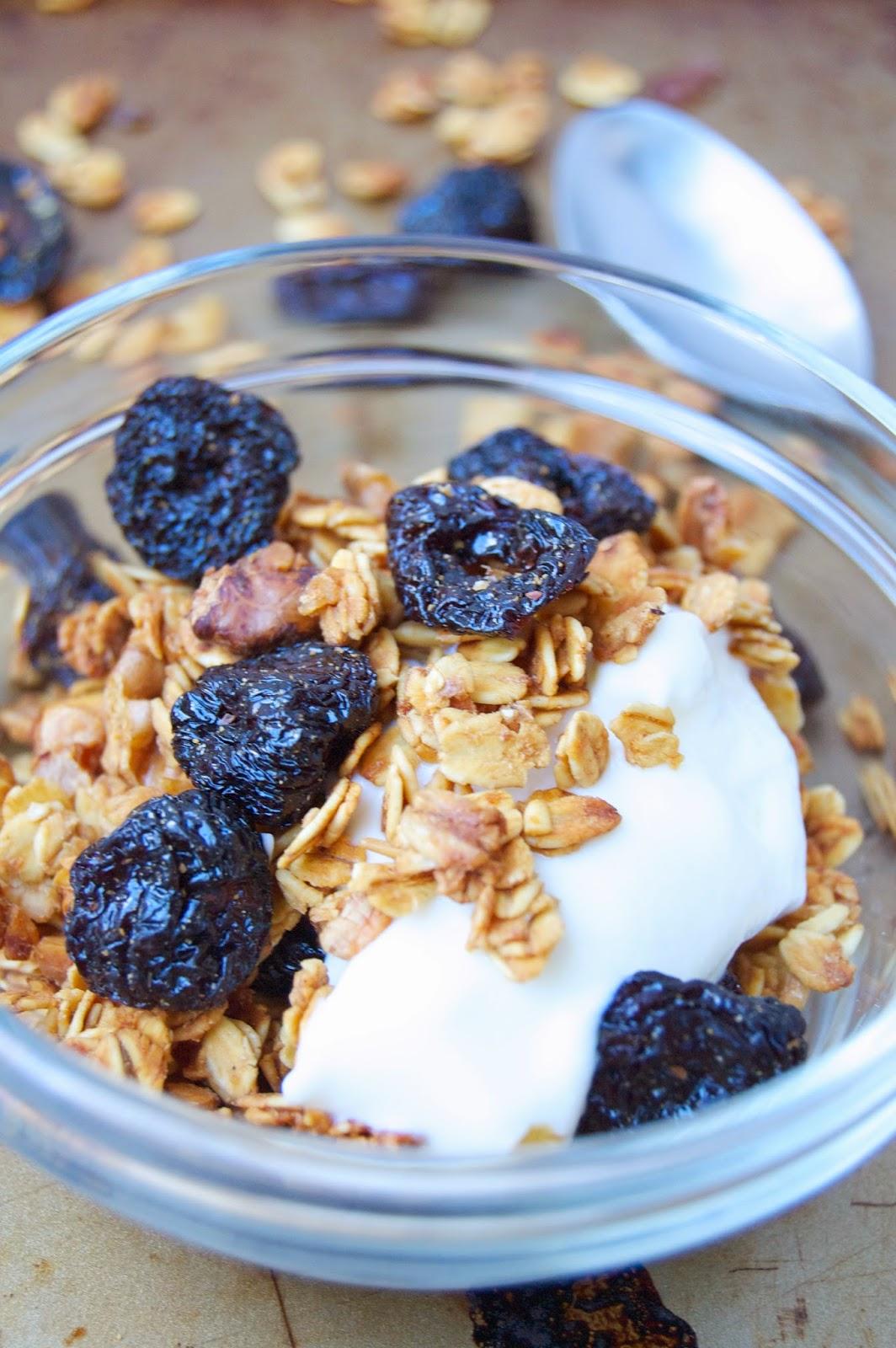 Cherry Walnut Granola | www.kettlercuisine.com