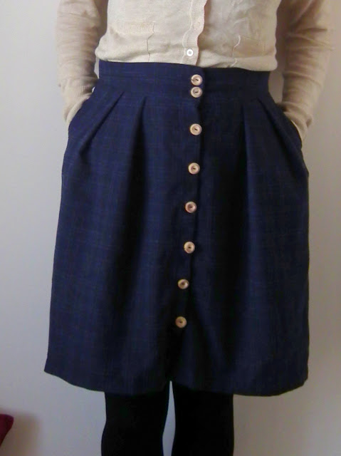 Burda Skirt, 118, 119, 5/2012, button, front