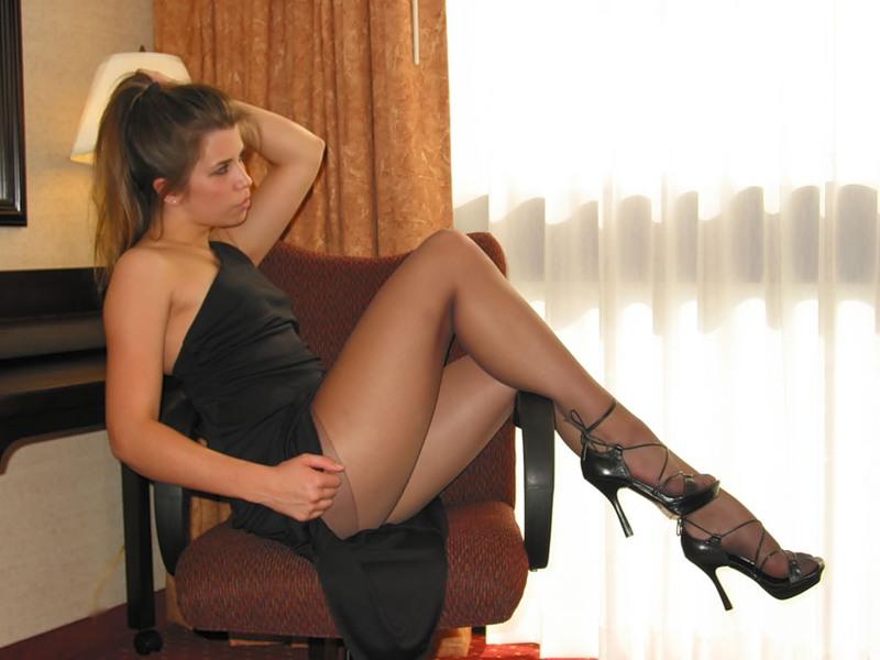 Порно в колготках и мини платье