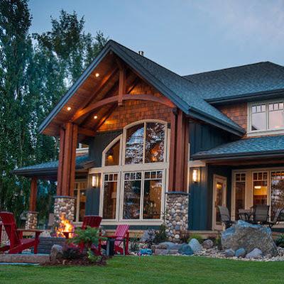 Fachada de casa rústica con piedra rodada