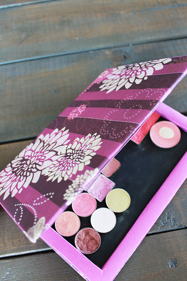 DIY customizable universal make-up palette inspired by the Z Palette.