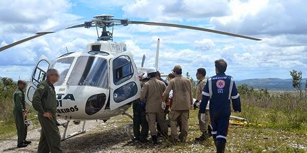 Veículo cai em grota e helicóptero da polícia é acionado