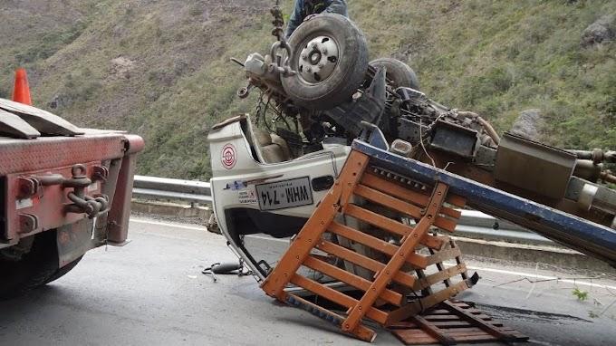 Otro Milagro en la Troncal del Norte? Camión sin frenos cayó al abismo, su conductor se salvó.