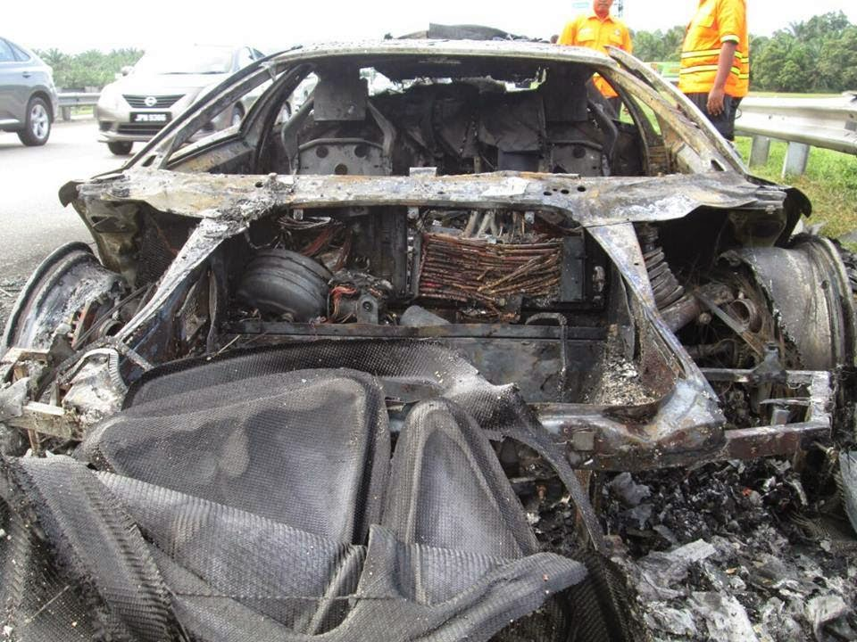Gambar Kereta Lamborghini Terbakar