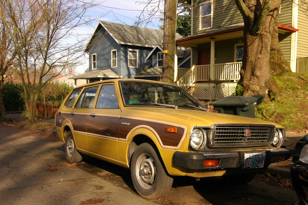 old parked cars 1978 toyota corolla deluxe station wagon. Black Bedroom Furniture Sets. Home Design Ideas