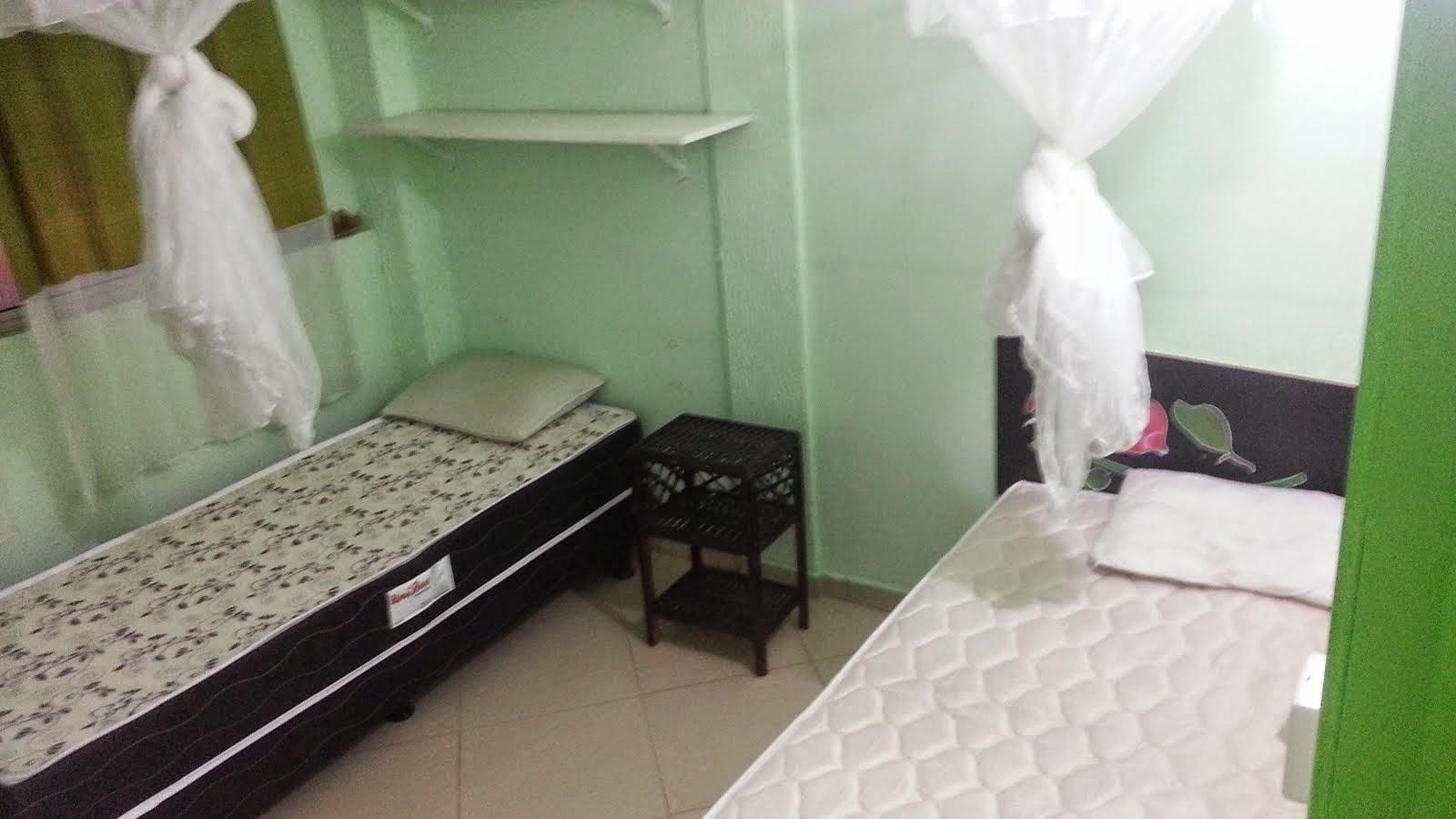 Quarto dos camas de solteiro e o casal