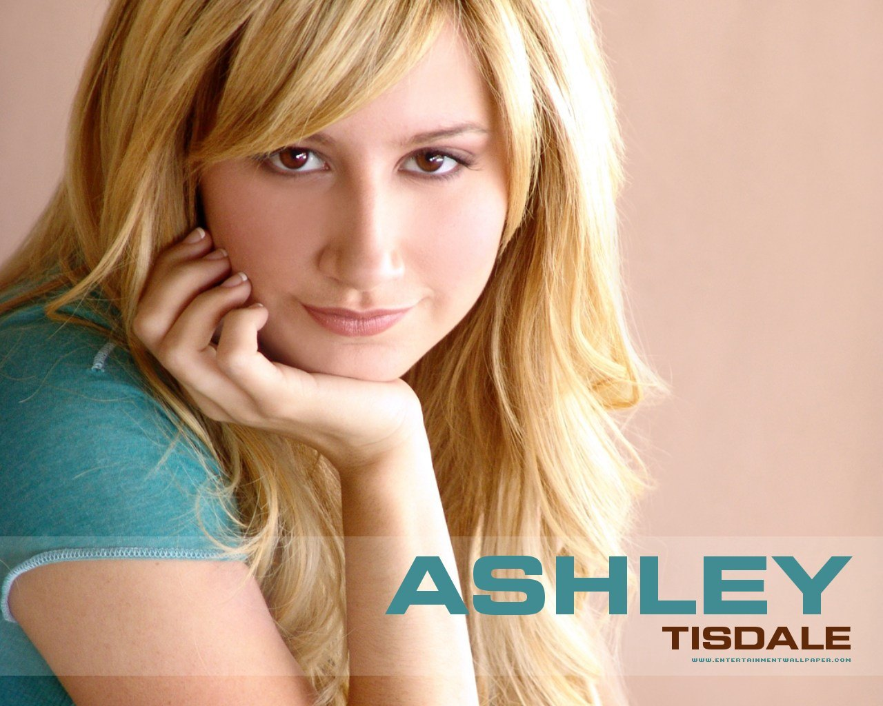 http://3.bp.blogspot.com/-oFGPFCpHPKs/Tc77ORQyqvI/AAAAAAAAABU/8kIGmILWIak/s1600/1286783004_1280x1024_ashley-tisdale-in-blue-dress.jpg