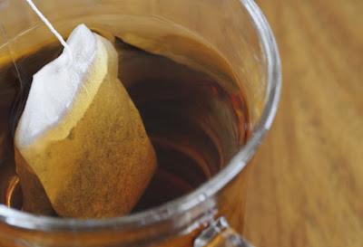 tips, petua uncang teh, tip kulit cantik dengan uncang teh, guna teh untuk scrub muka, mengatasi eyebag dengan teh, cara hilangkan lingkaran hitam bawah mata, beauty, cara buat scrub muka sendiri