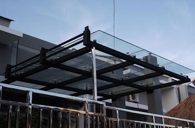 Canopy Rumah modern kaca