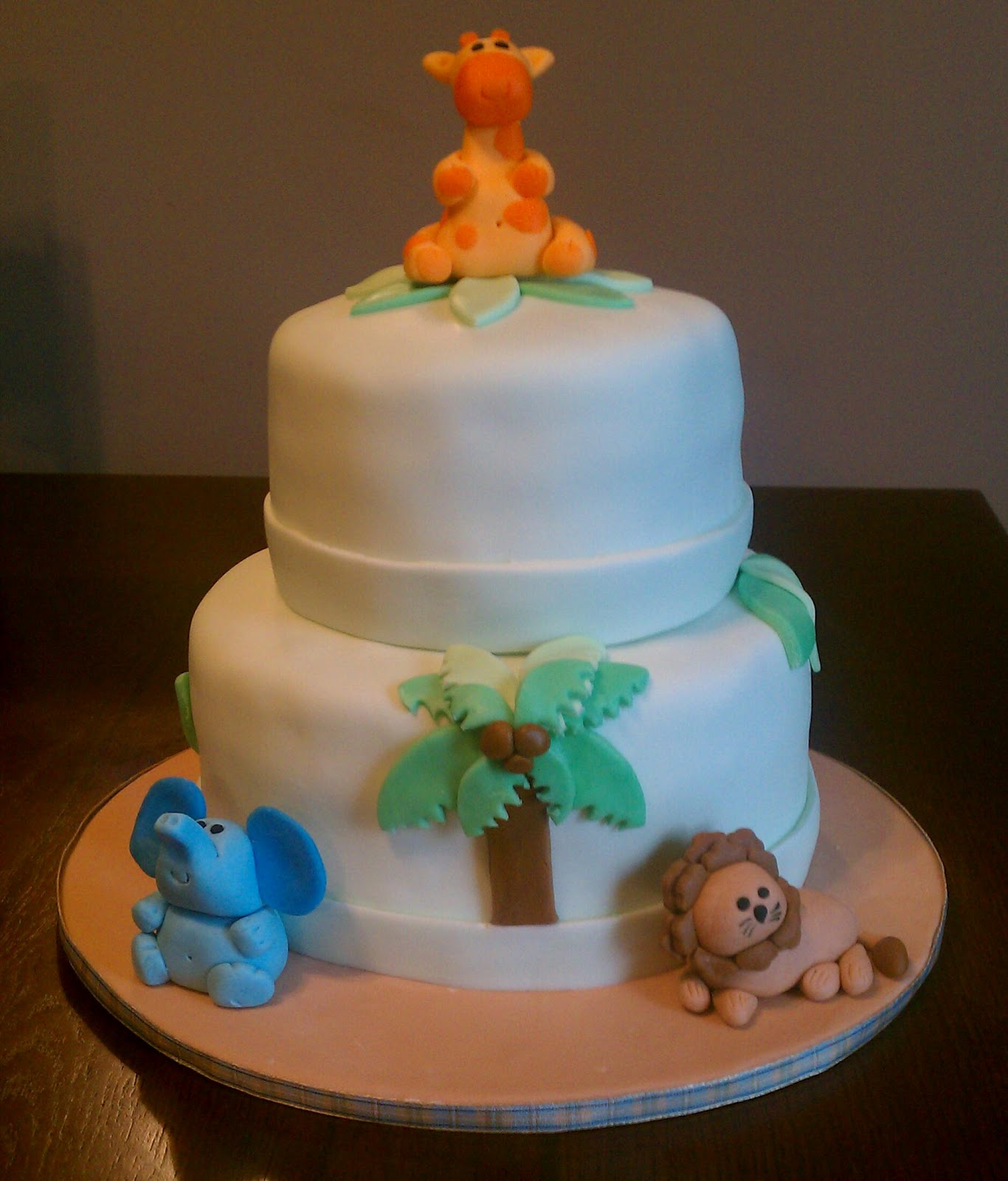 jungle theme baby shower cake and cupcakes