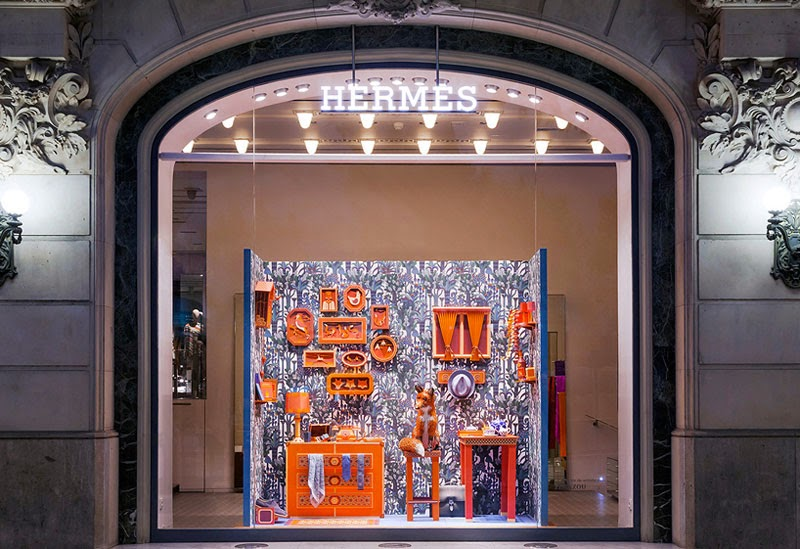 Escaparate de papel para la tienda Hermès de Barcelona