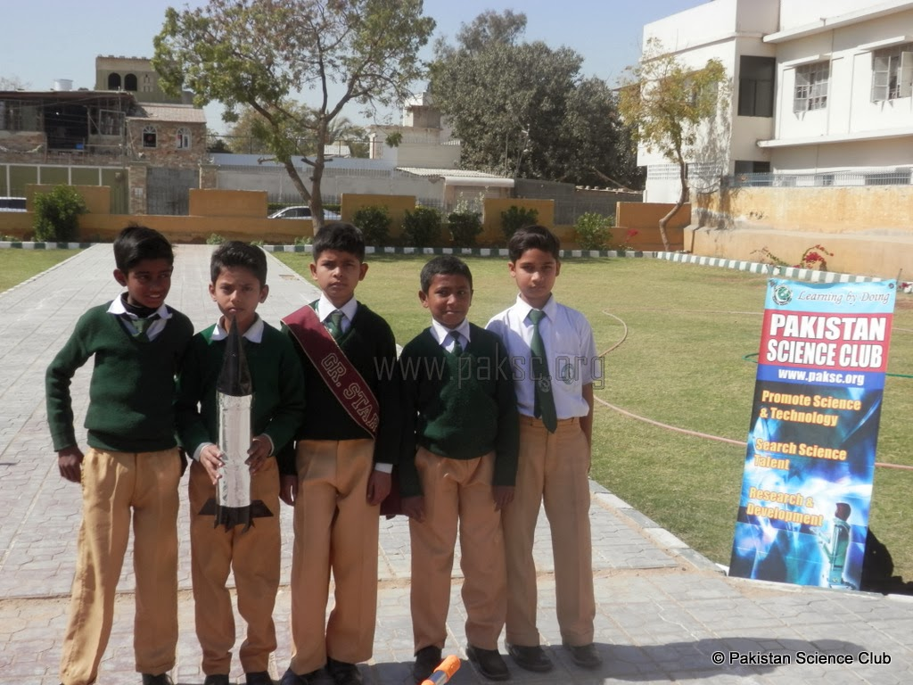 Photo water rocket competition : Kids water rocket scientists