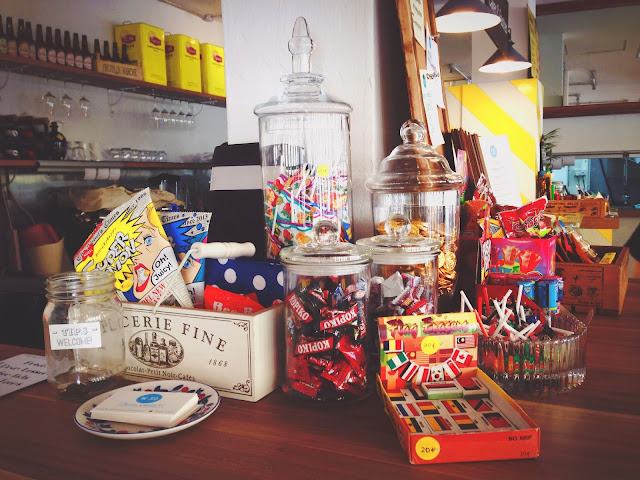 W39 Bistro & Bakery Knick-knacks