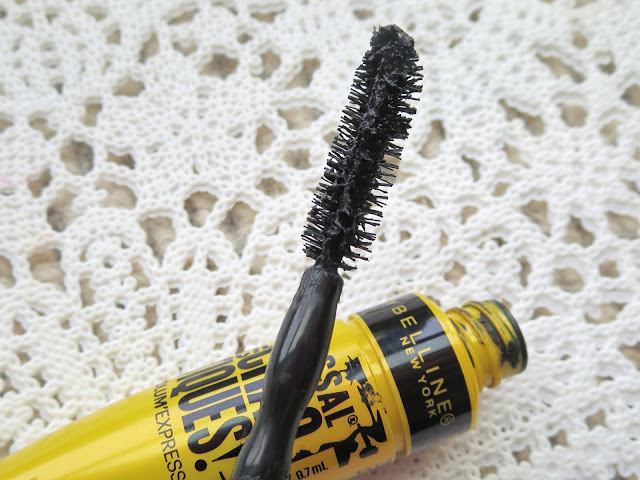 a picture of Maybelline Colossal Chaotic Lash (brush close up)