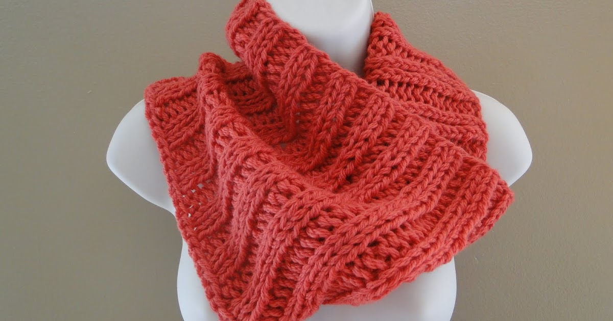 Bulky Knit Cowl Pattern : Ruby Knits: Cowls and Cakes