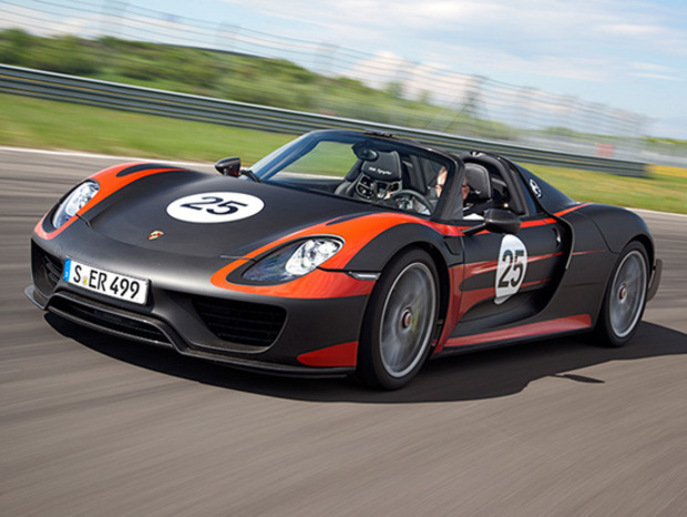 electric race news porsche 918 spyder makes global debut. Black Bedroom Furniture Sets. Home Design Ideas