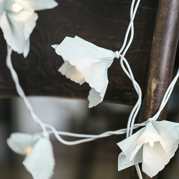 Diy Floral String Lights : gretchen gretchen: Easy DIY with vintage napkins - flower string light
