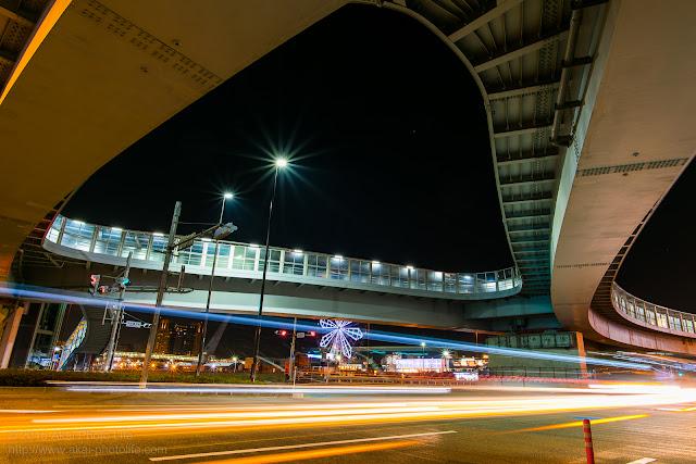 巨大な歩道橋の写真